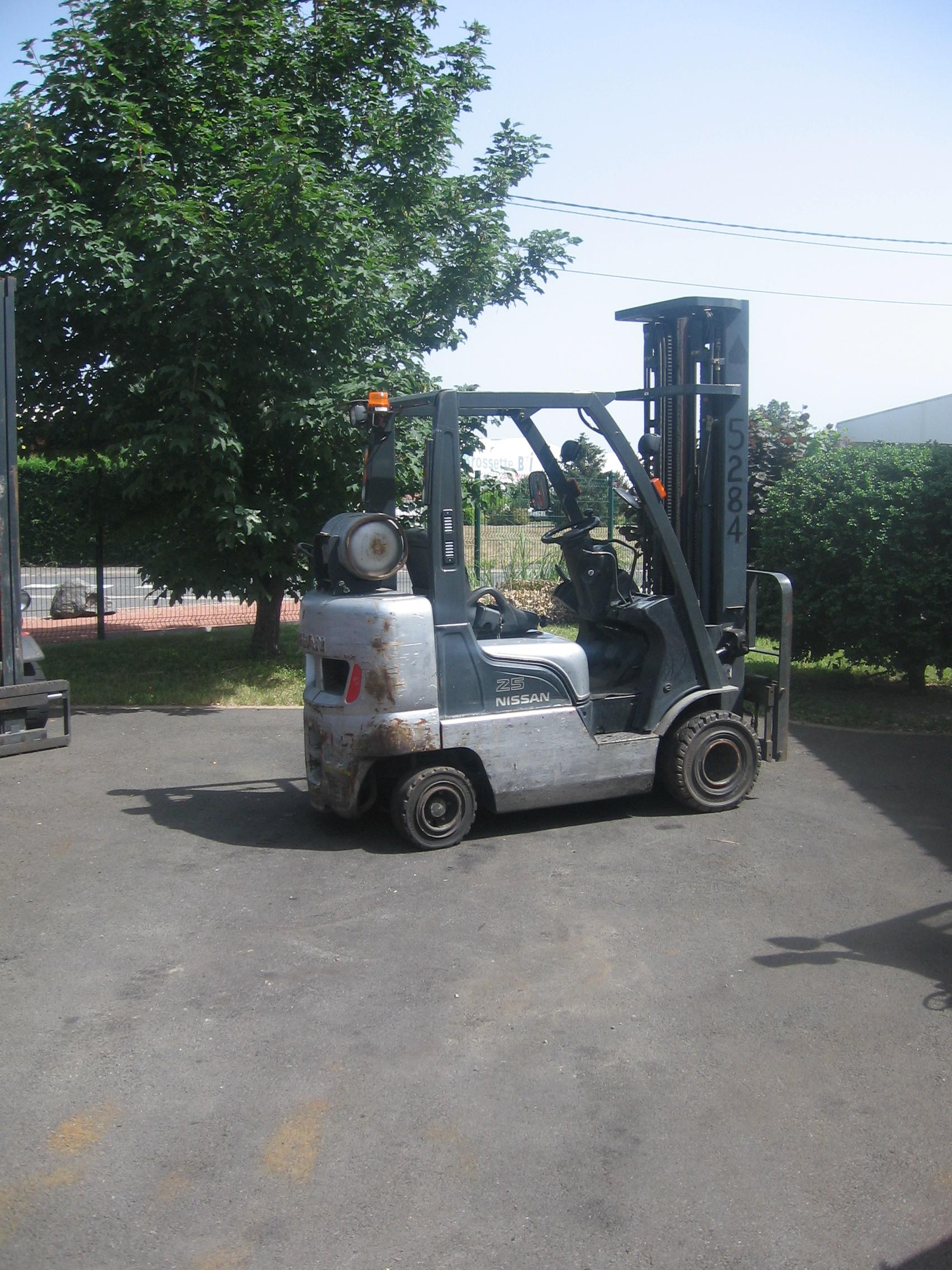 Chariot élévateur NISSAN APL02A25DU